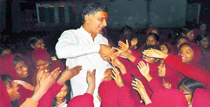 Harish spends New Year night in orphanage | | Mission Telangana