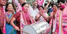 Women-dancing-after-the-GHMC-victory