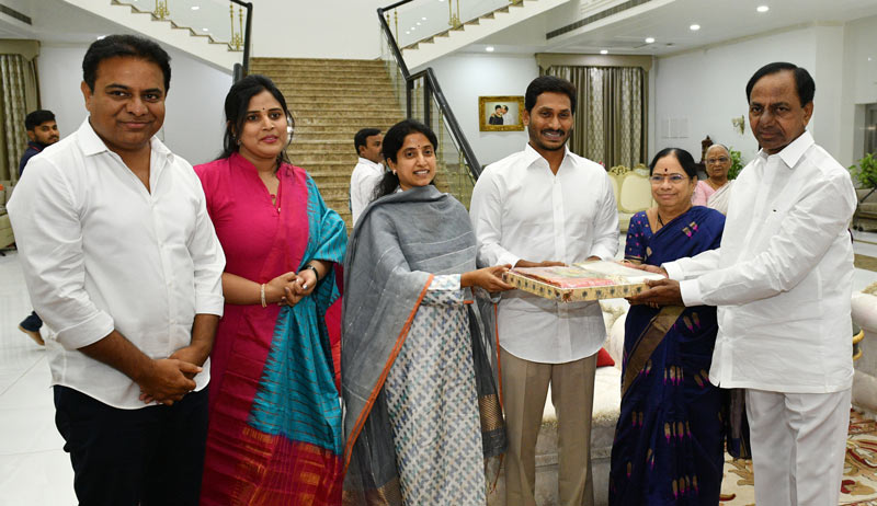 YS Jagan meets CM KCR | | Mission Telangana
